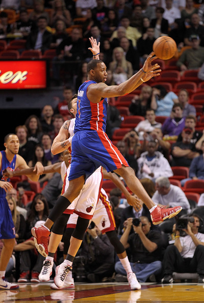 Tracy McGrady wearing the adidas TS Speedcut