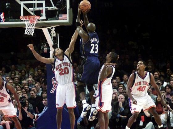 """Michael Jordan in OG Air Jordan XVII """"College Blues"""""""