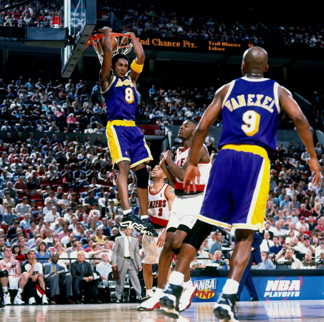 Kobe dunking in the adidas KB8 'Lakers'