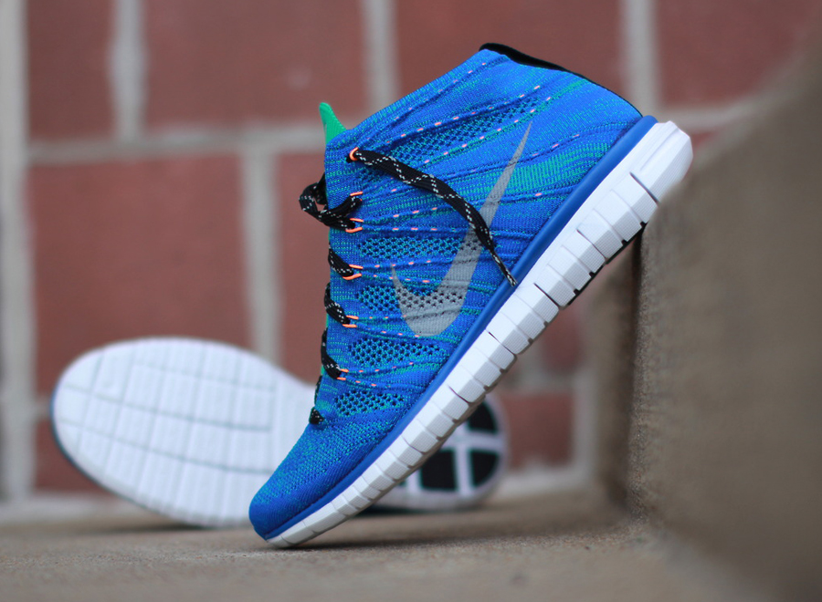 The whole upper of the shoe is incorporated with the Flyknit technology to  make it light and the Free Run sole to create that comfort.