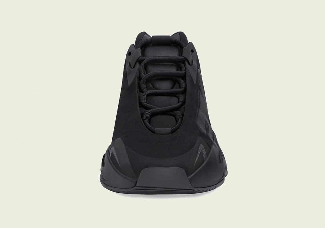 La adidas Yeezy Boost 700 MNVN reçoit le triple traitement