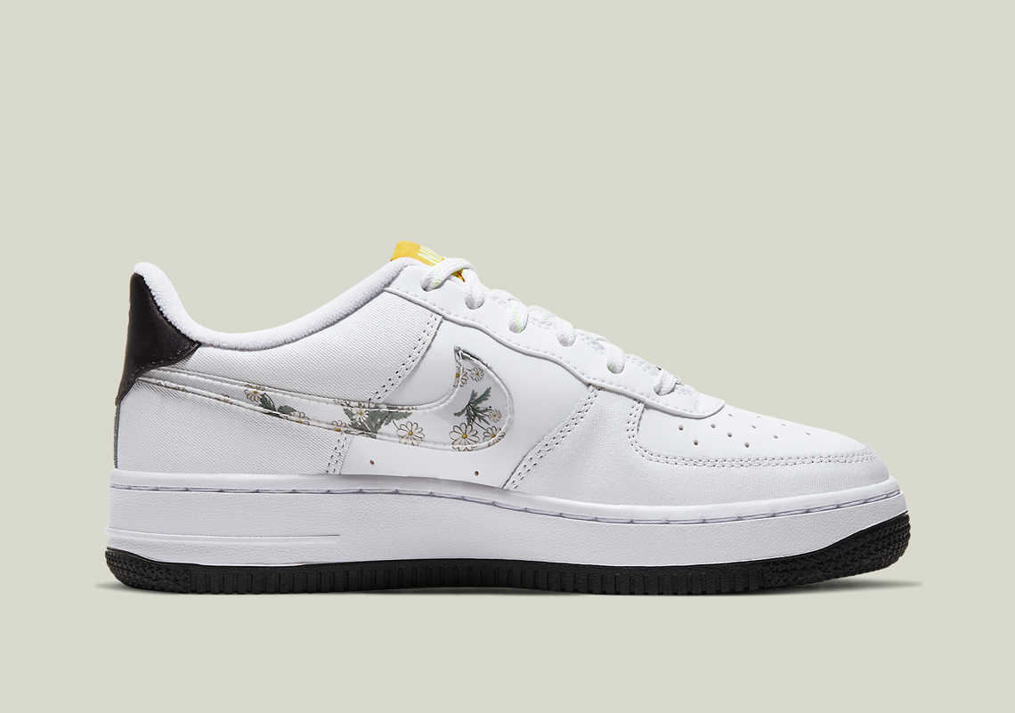 Nike Air Force 1 Low GS Daisy CW5859 100 Crumpe