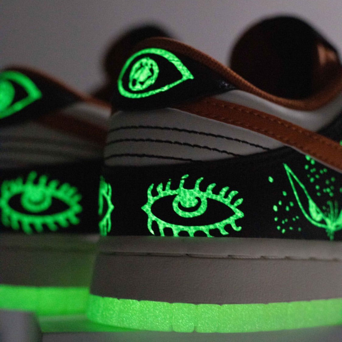 These are the best apps to help you meet singles and friends. Nike Dunk Low Halloween 2021 DD3357-100 Release   SneakerNews.com