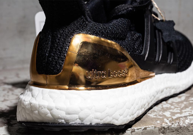 adidas-ultra-boost-silver-gold-heel-6