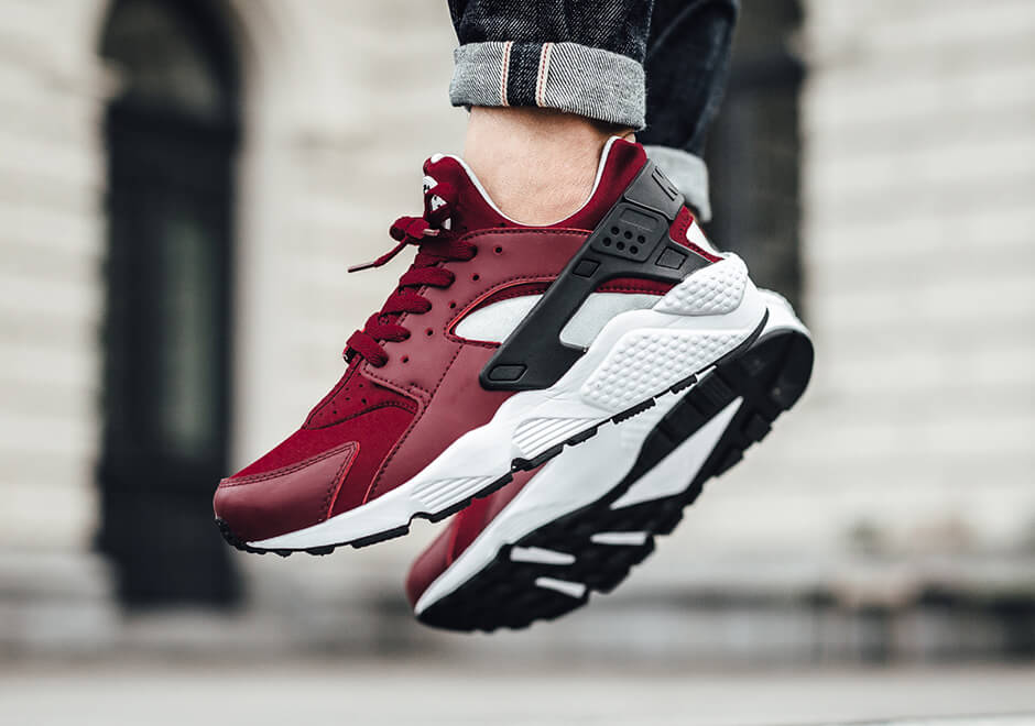 nike-air-huarache-retro-team-red-02