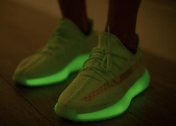 "YEEZY BOOST 350 V2 ""Glow-in-the-Dark"""