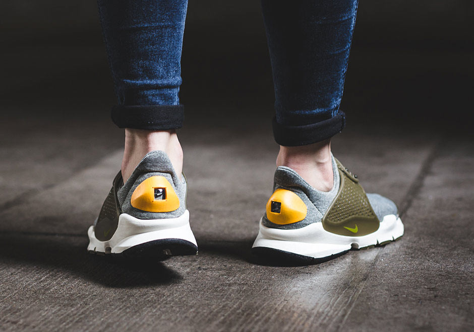 nike-wmns-sock-dart-dark-loden-gold-leaf-03