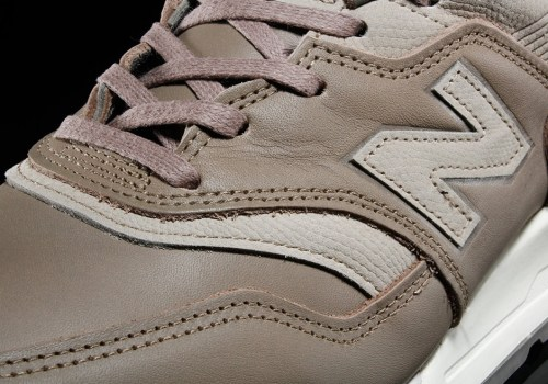 New-Balance-997-Horween-grey-04