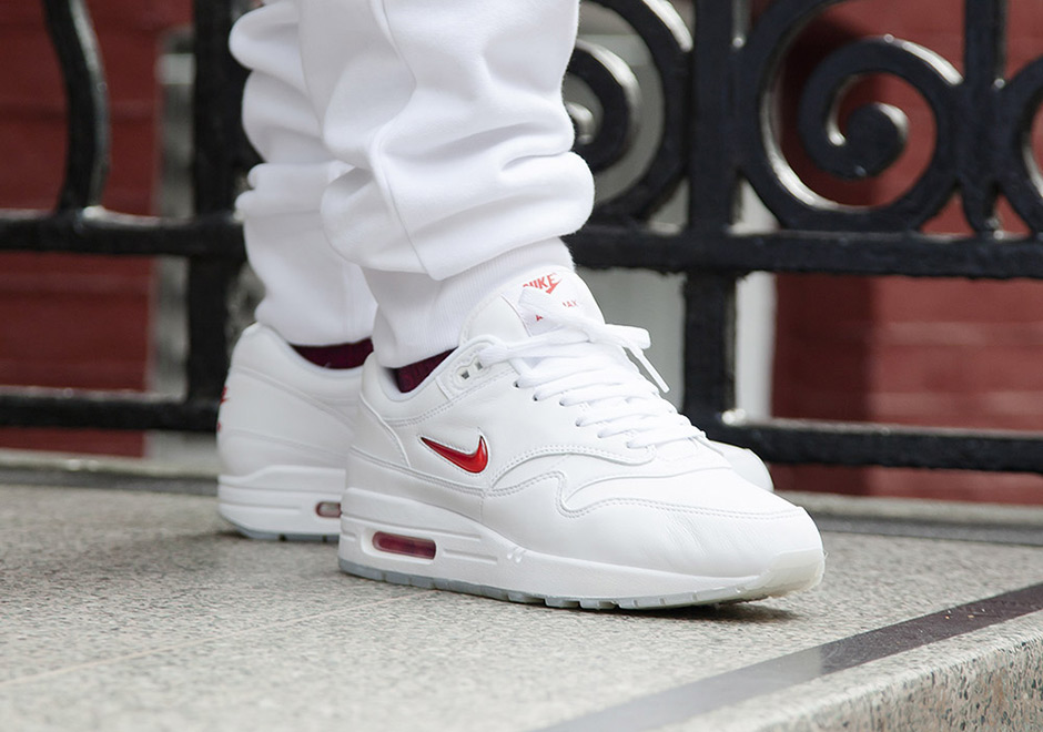 Nike-Air-Max-1-Jewel-white-red-02