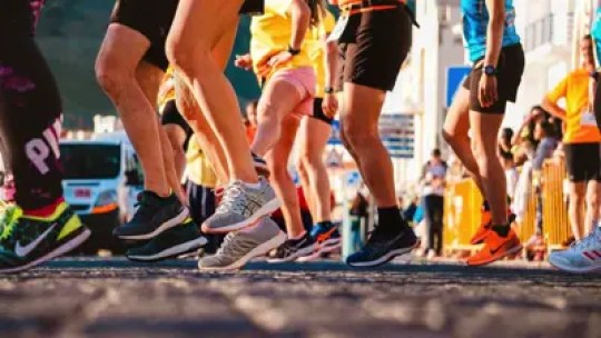 runners in light weight shoes