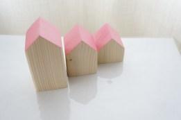 Små hus - rosa tak