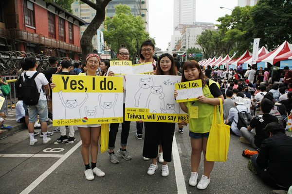 taiwan_marriage_activists_insert_courtesy_taiwan_tongzhi_hotline_association-600×4004612401829912448202.jpg