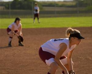 softball-infielder