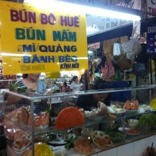translationbun bo hue = beef soup , mi quang : noddle soup with ham and omelette, banh beo : special steam cakes with shrimp and mungo beans.. something I could have every single day..