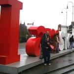Toeristen op het Museumplein zaterdag 7 december 2013