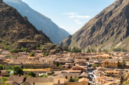 The town of Ollantaytambo. Photo taken from the Inca Ruins.