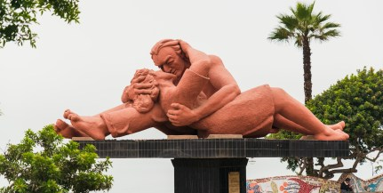 Sculpture, The Kiss, by Victor Delfin in Parque del Amor Lima Peru