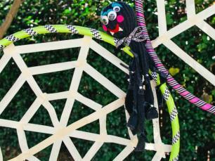 ci-chelsea-laine-francis_halloween-games-spiderweb5-jpg-rend-hgtvcom-616-462