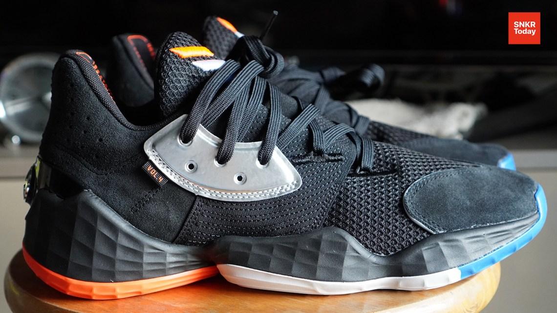 """มาแล้ว แกะกล่อง พร้อมพรีวิวตัวรองเท้าบาสเก็ตบอล adidas Harden Vol.4 """"Barbershop"""" รองเท้าซิกเนเจอร์รุ่นล่าสุดของ James Harden จะเป็นอย่างไร ไปติดตามกันเลย"""