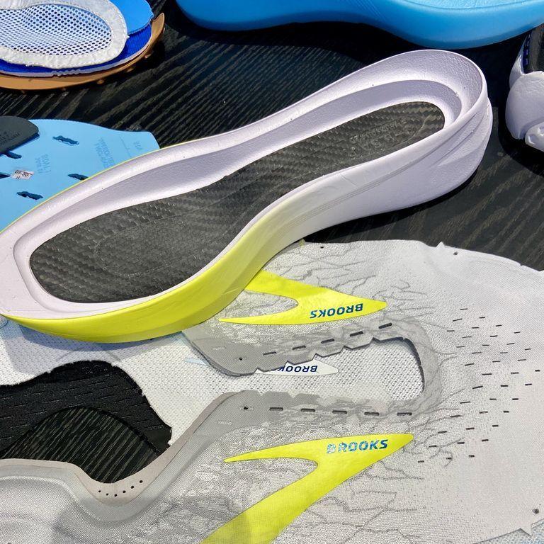 Brooks Hyperion Elite รองเท้าวิ่งมาราธอนรุ่นใหม่ มาพร้อมแผ่น Carbon Fiber ในรองเท้า