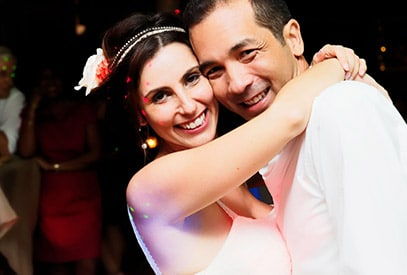 couple mariés danse