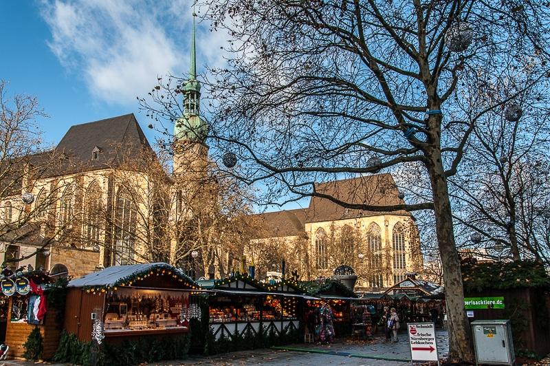 Weihnachtsmarkt rund um die Reinoldikirche in Dortmund