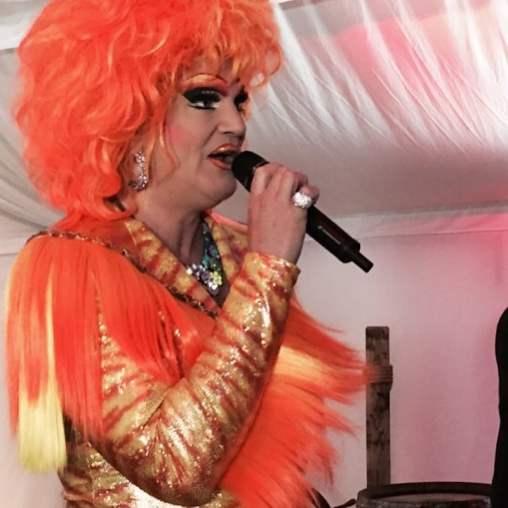 Olivia Jones bei der ibis Eröffnungsfeier