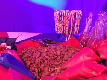 Am Süßwarenstand auf der ibis Eröffnungsfeier