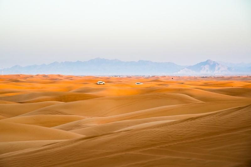 Mitten in der Wüste - da hinten ist schon der Oman Foto: Simon Bierwald (Indeed Photography)