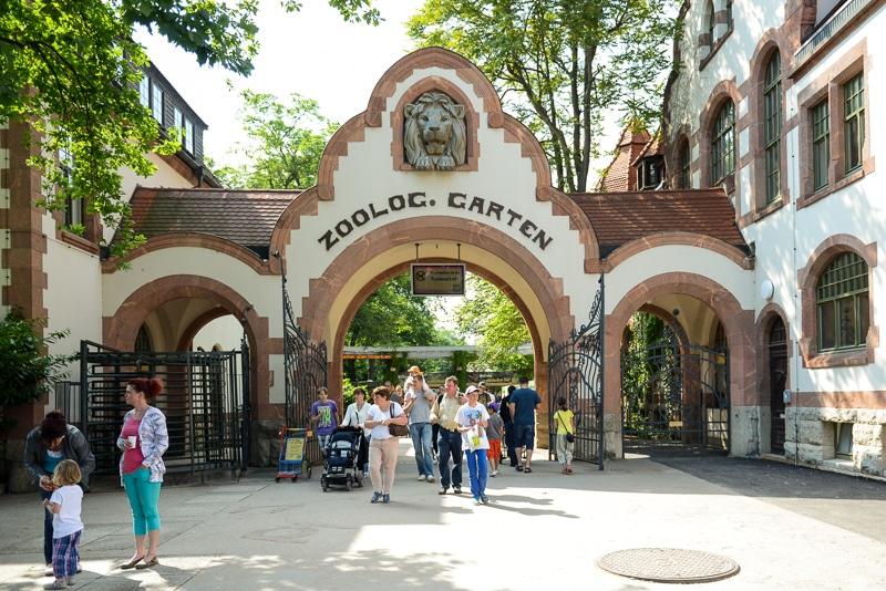 Eingang Zoologischer Garten Leipzig, Foto: Simon Bierwald (Indeed Photography)