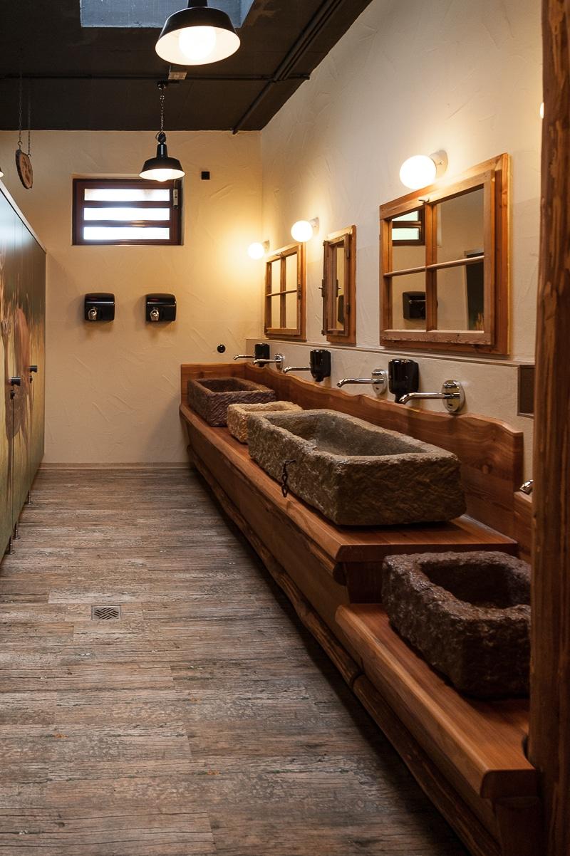 Toilettenraum im Badehaus