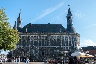 Rathaus mit Karlsbrunnen