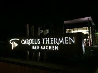 Carolus-Thermen bei Nacht