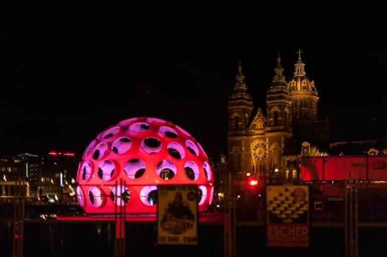 Buckminster Fullers Fly's Eye Dome beim Amsterdam Light Festival