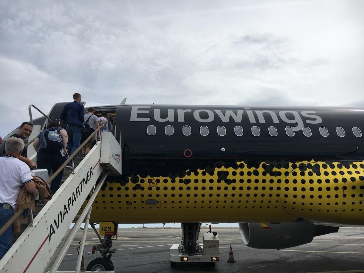 Eurowings-BVB09-Flieger auf dem Flughafen in Nizza.