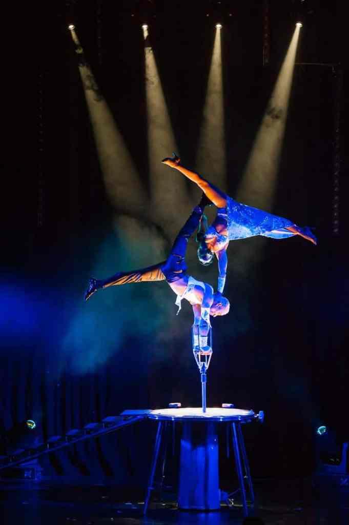 Duo Liazeed bei ihrer beeindruckenden Akrobatik