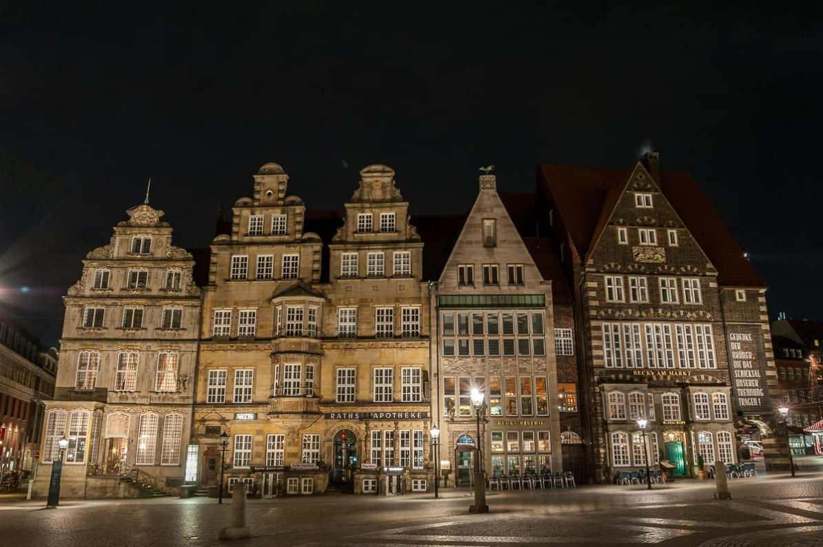 Marktplatz in Bremen bei Nacht.