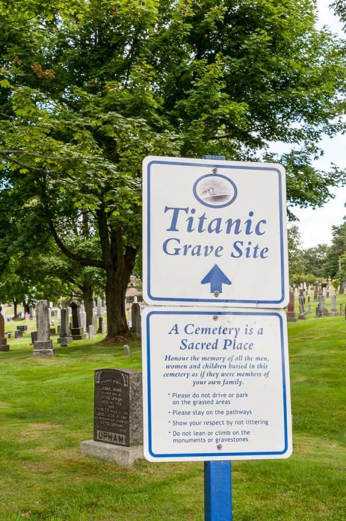 Die Titanic-Gräber sind extra ausgeschildert