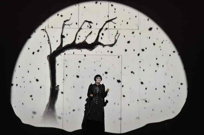 Anke Krabbe (Pamina) erinnert in der Zauberflöte an Louise Brooks Foto: Hans Jörg Michel
