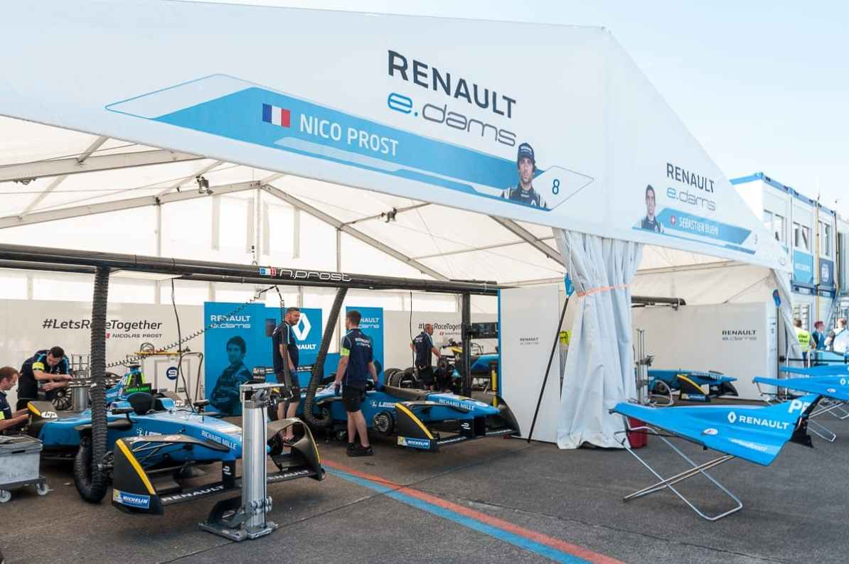 In der Boxengasse bei Renault e.dams