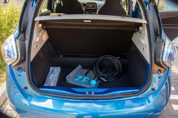 Kofferraum mit Ladekabel