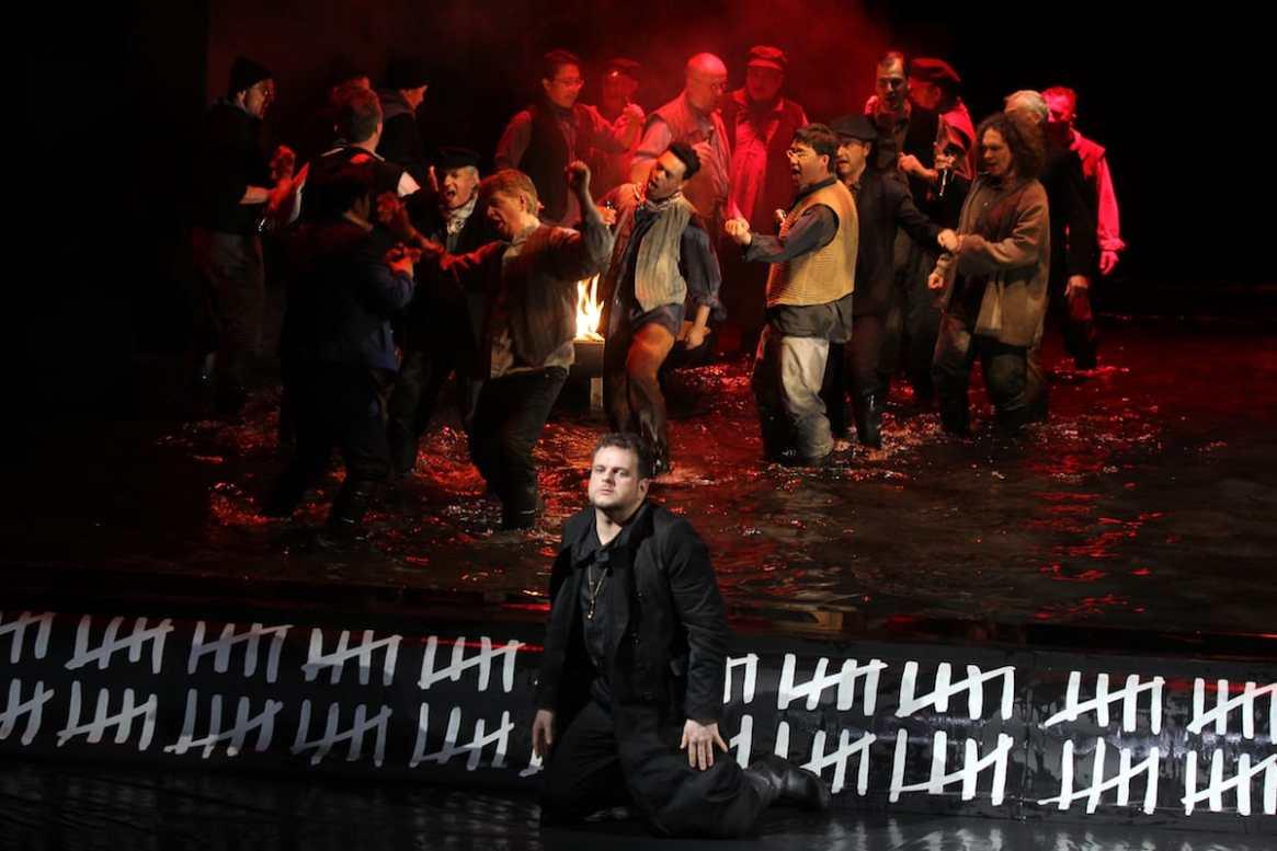 Joachim Goltz (Holländer), Chor und Extrachor des theaterhagenFotograf: Klaus Lefebvre