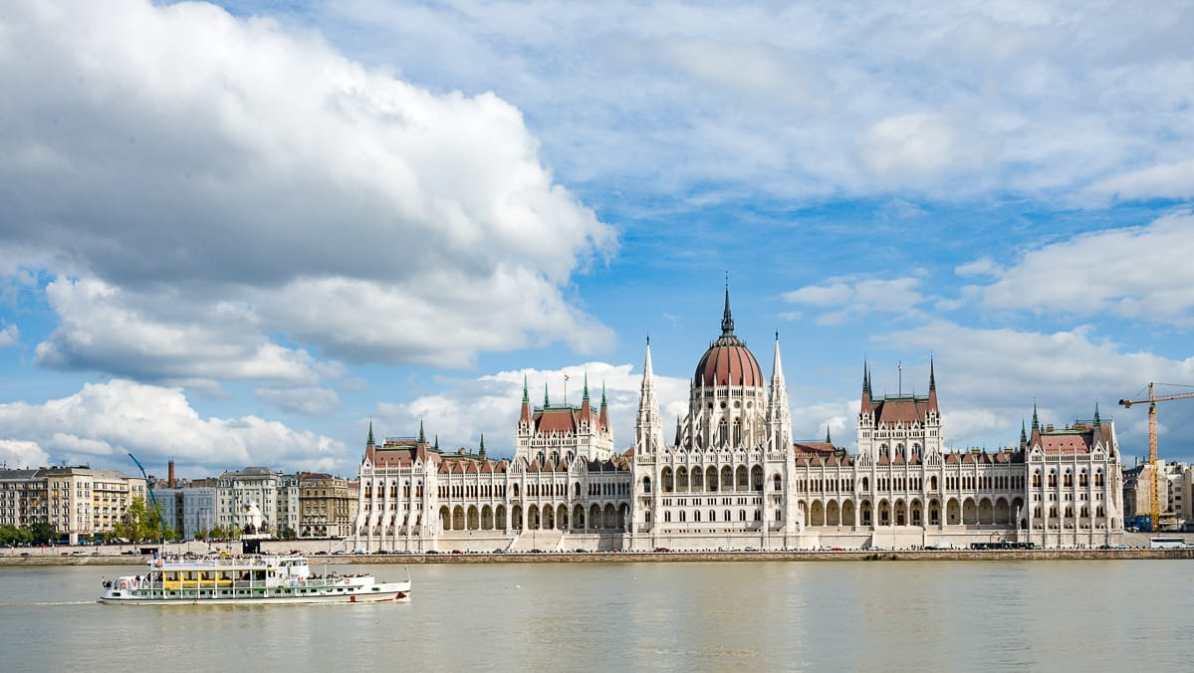 Budapester Parlament von Buda aus gesehen