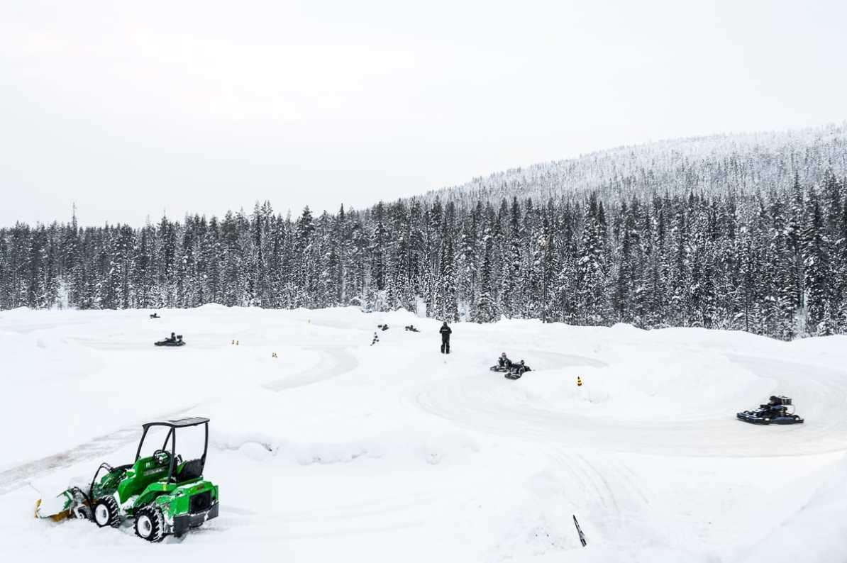 Kart fahren auf Eis - in Lappland, Finnland