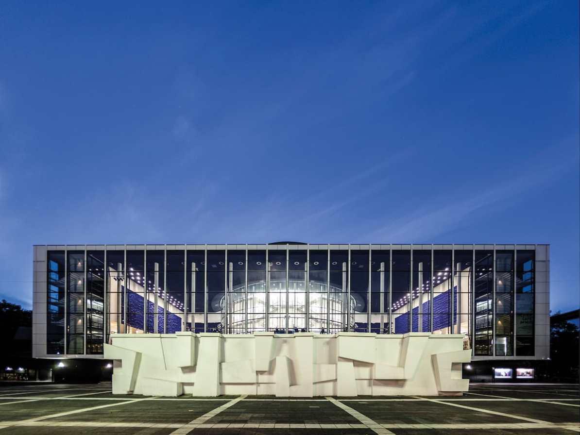 Musiktheater im Revier (MiR) - Außenansicht bei blauer Stunde Foto: Pedro Malinowski