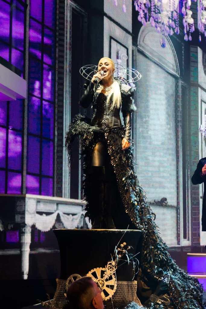 Anastasija im wohl schönsten und aufwendigstem Kostüm der Show