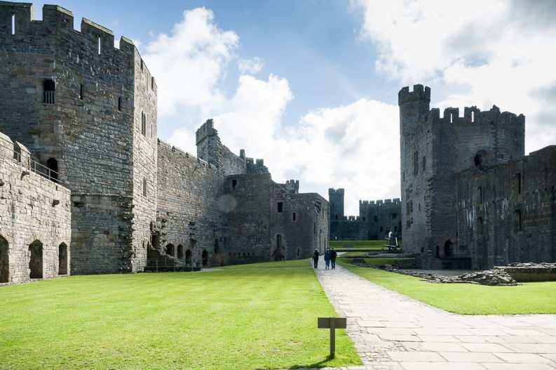 die weitläufige Burganlage von Caernarfon Castle
