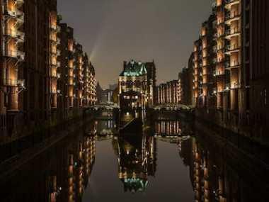 Wasserschloss in der Speicherstadt bei Nacht