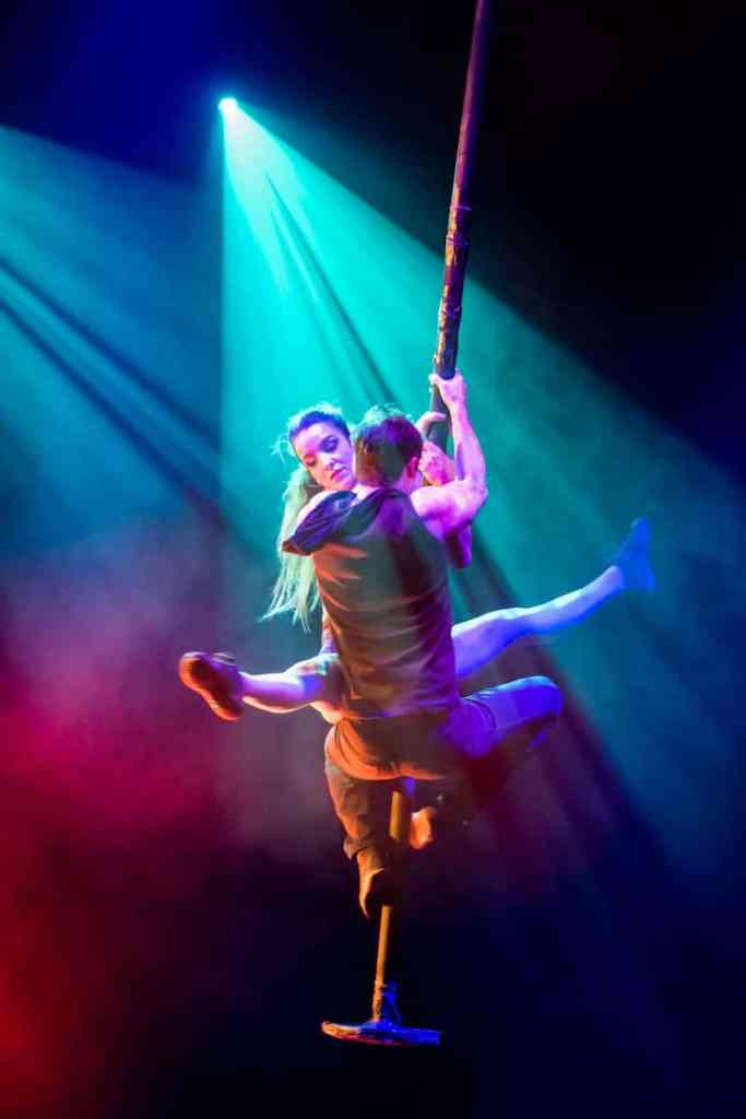 "Swinging Pole Performance bei ""Trust Me"""