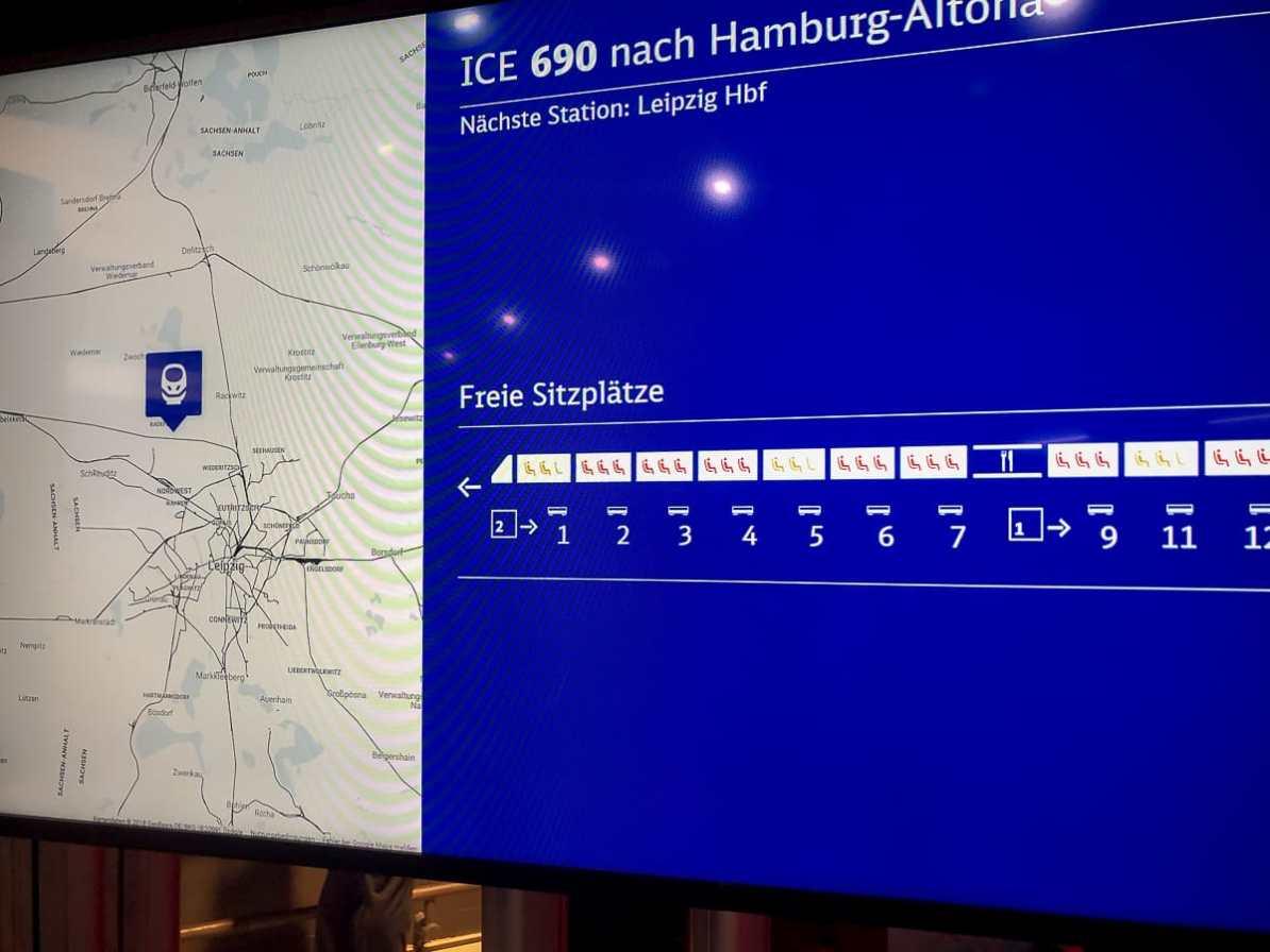 Echtzeitanzeige für freie Sitzplätze - hier in einem Zug zwischen meiner Heimatstadt Delitzsch und meinem Geburtsort Leipzig